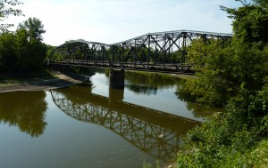 The current Broadway Avenue bridge over the Minnesota River was built in 1931 and is the third bridge at this location. (Photo by  Bobak Ha'Eri, 2009. Used by permission.)